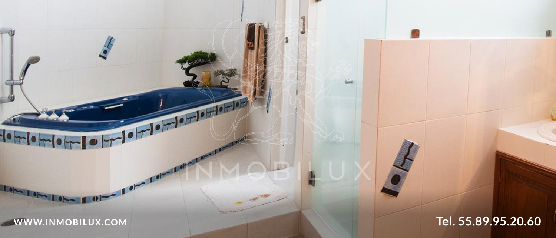 tina baño casa en Fuentes del Pedregal
