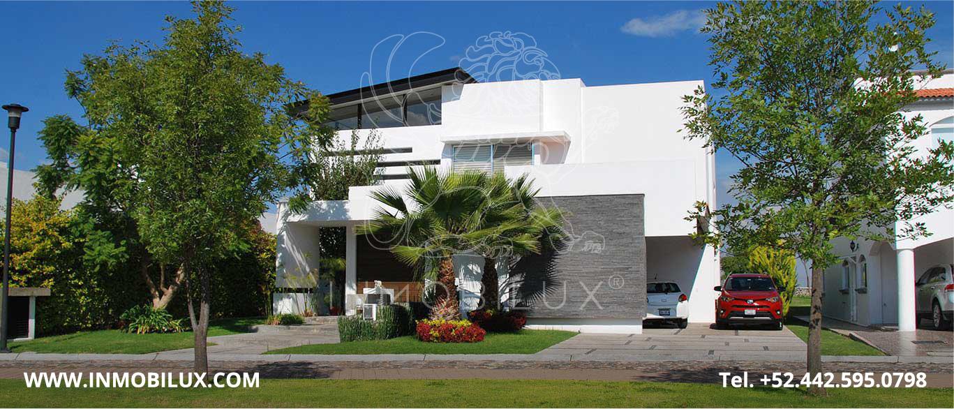 fachada exterior casa en El Campanario Querétaro