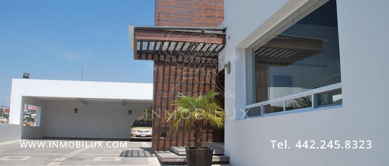 cochera casa en Colinas del Parque Querétaro