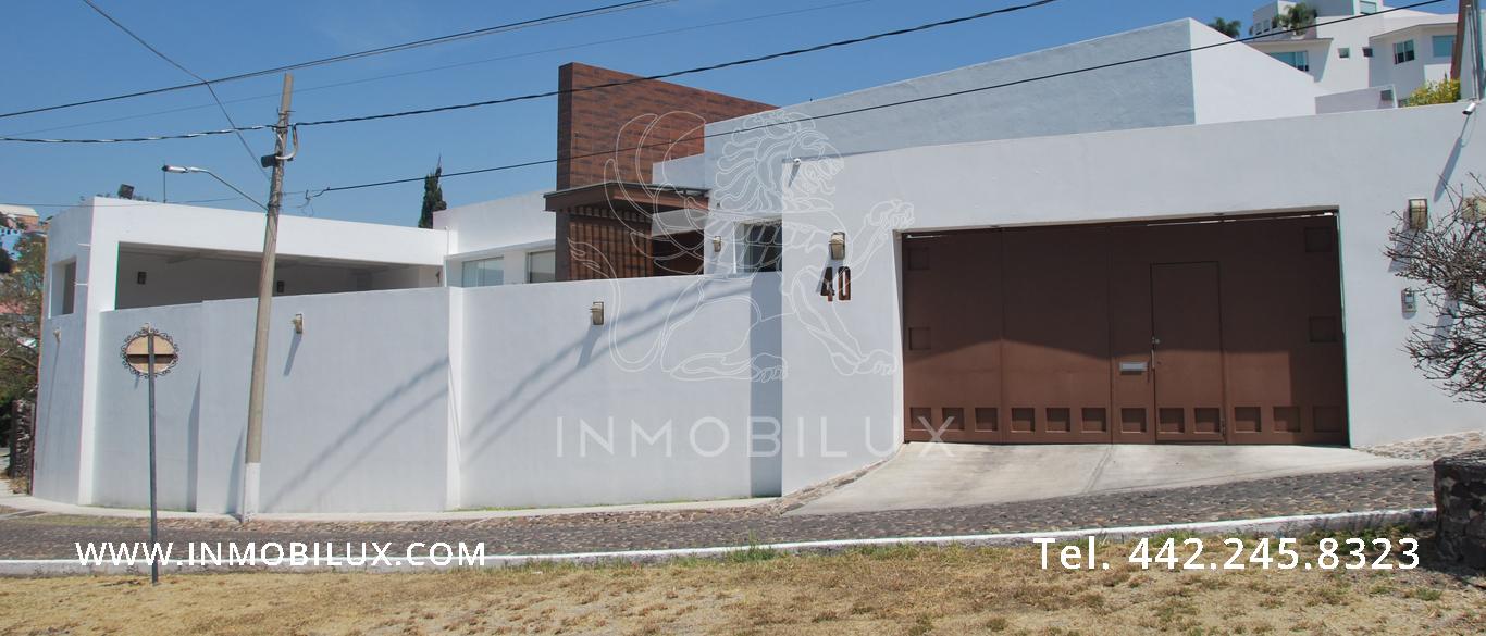 fachada casa en Colinas del Parque Querétaro
